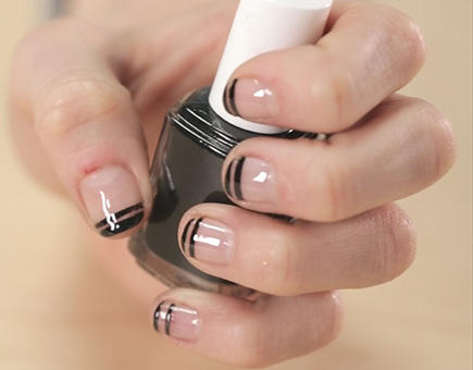 two blacl line french manicure