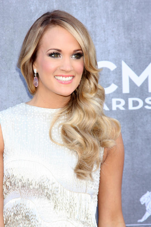 carrie underwood posing for a photo at the CMA Awards
