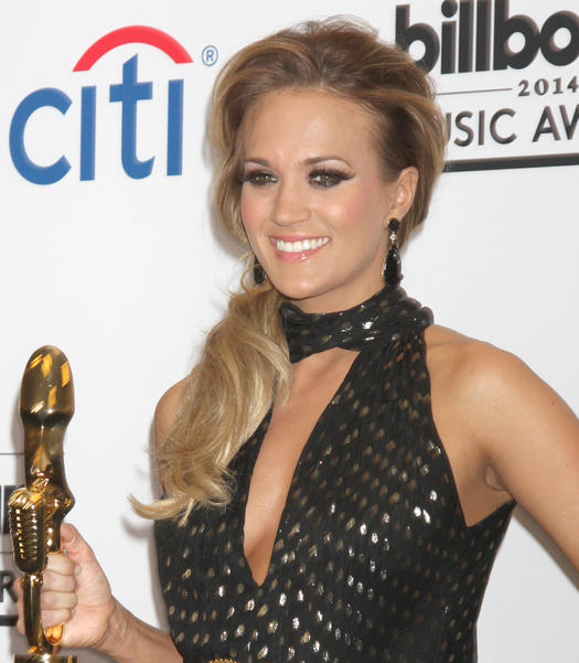carrie underwood side ponytail