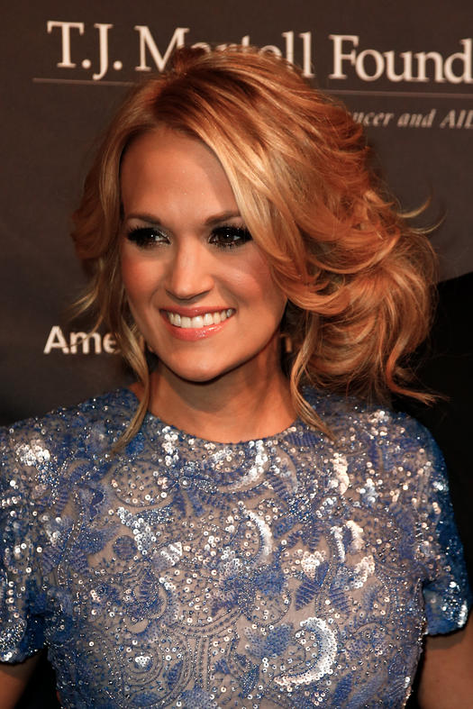 carrie underwood with faux bob