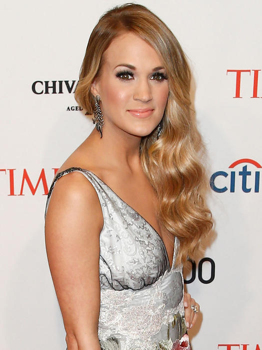 carrie underwood with old hollywood curls