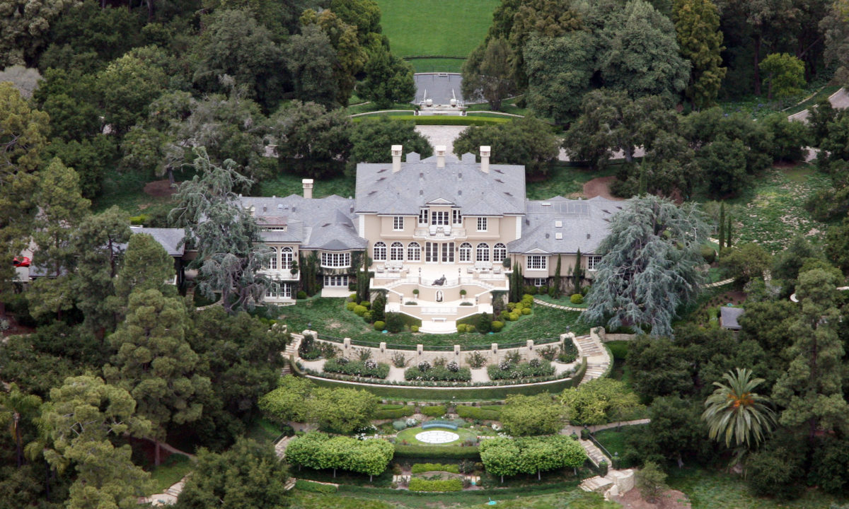 20 Luxurious Celebrity Homes (You'll Never Guess Who Paid In Cash!)