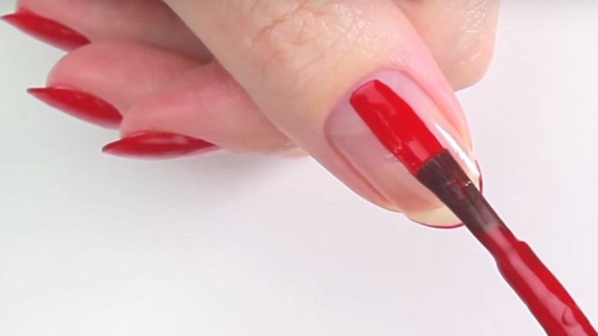 The Perfect Hack to Paint the Nails on Your OTHER Hand Without ...