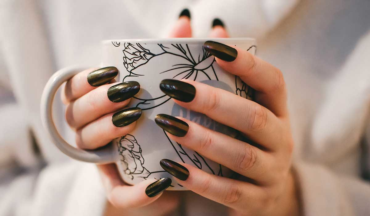 Acrylic or Gel Manicure? DIY Perfect Nails at Home