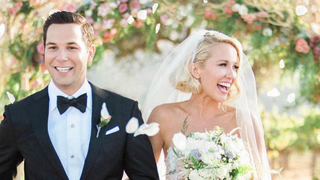 'Pitch Perfect' Stars Anna Camp And Skylar Astin Just Got Aca-Married!
