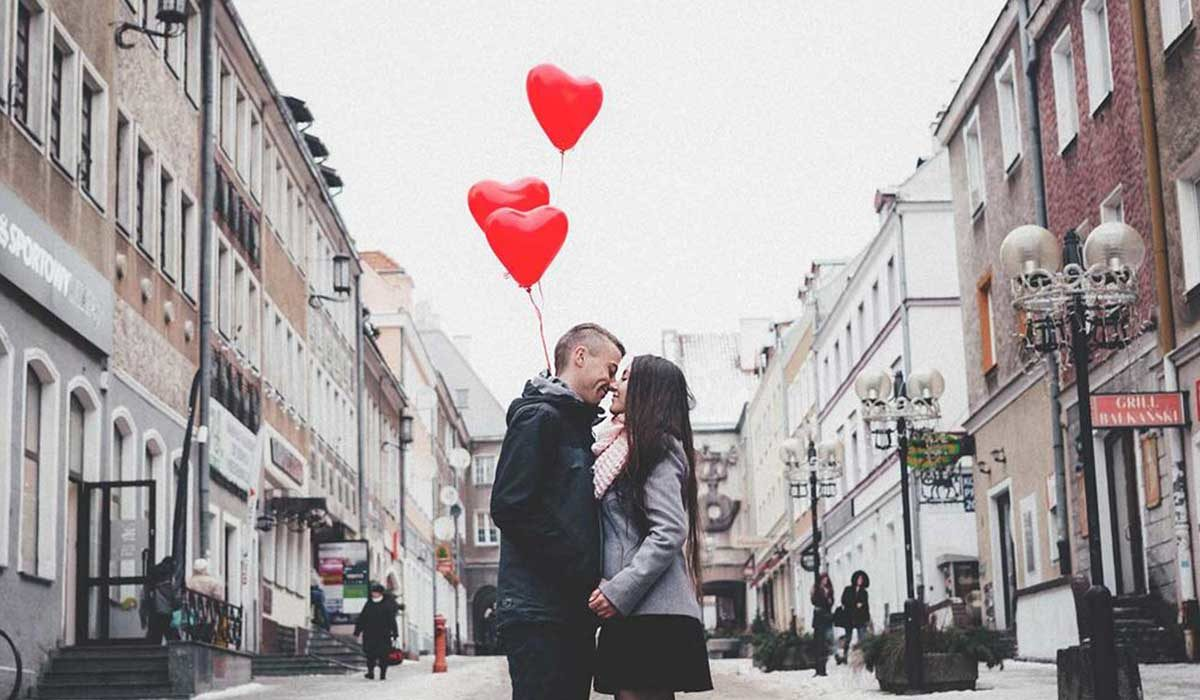 5 Valentine's Day Date Ideas We Love—And The Perfect Outfit For Each