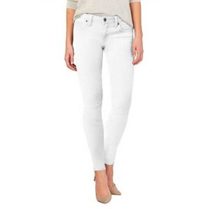 Woman wearing a white pair of Hybrid & Co. jeans