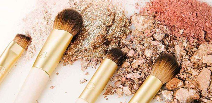 It's no secret: Your makeup is only as good as the brushes in your kit. Using your fingers may work on-the-go, but a sturdy set of brushes is the key to a flawless face whether sculpting the perfect contour or…