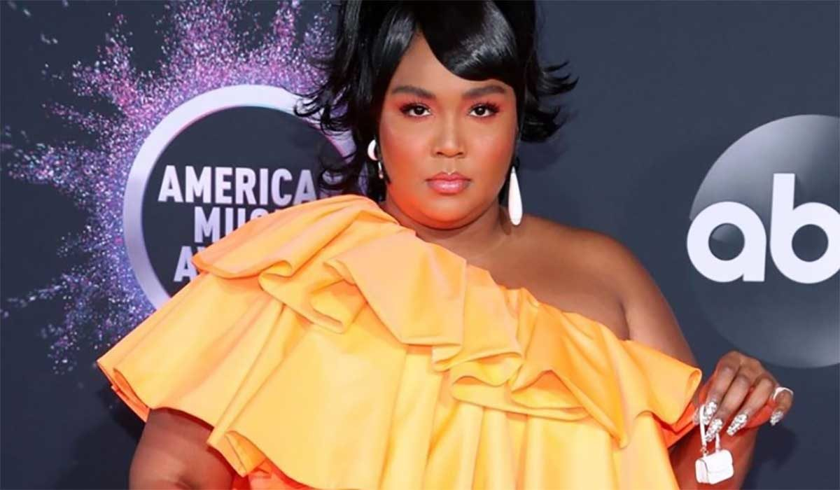 Lizzo Just Wore the $36 Hoop Earrings That Jessica Alba Loves