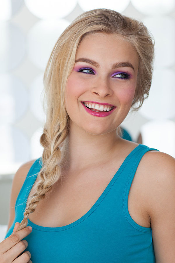 All Hail the Queen! This Halloween Elsa Makeup Is Worthy of a Crown