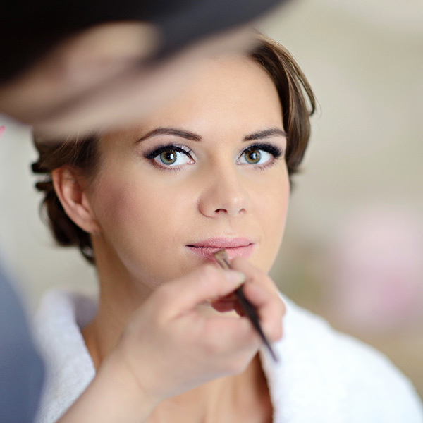 Makeup Questions Answered: The Dos & Don'ts of Getting Your Makeup Done