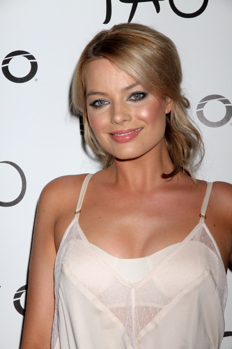 Get the Look: Margot Robbie's Sophisticated Shimmer