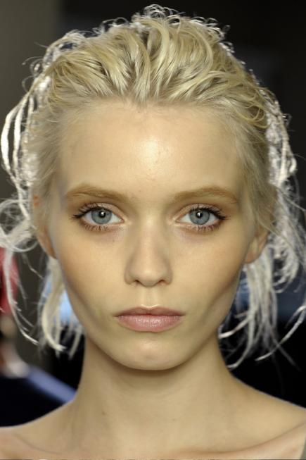 Chic, Easy Updos from Milan's Runways