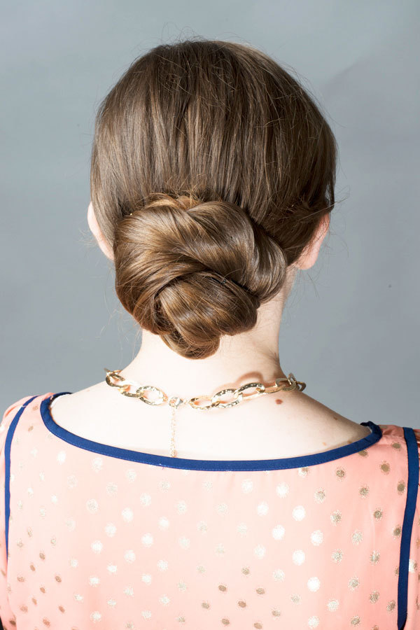 A Classic Low Chignon in 3 Easy Steps