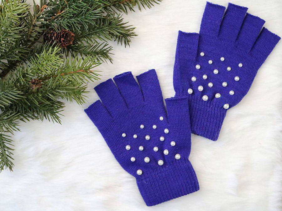 DIY These Gorgeous Pearl-Studded Fingerless Gloves