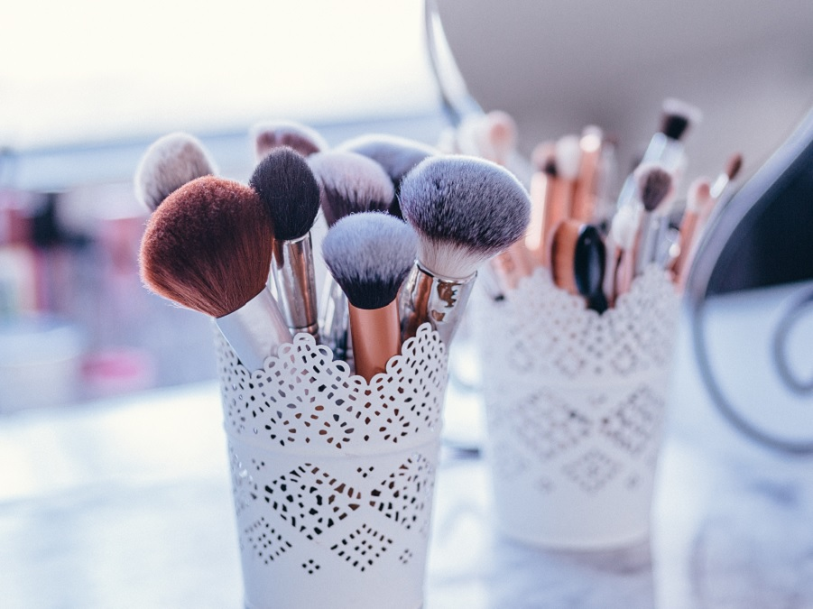 Beauty Dos and Don'ts: How To Clean Makeup Brushes 101