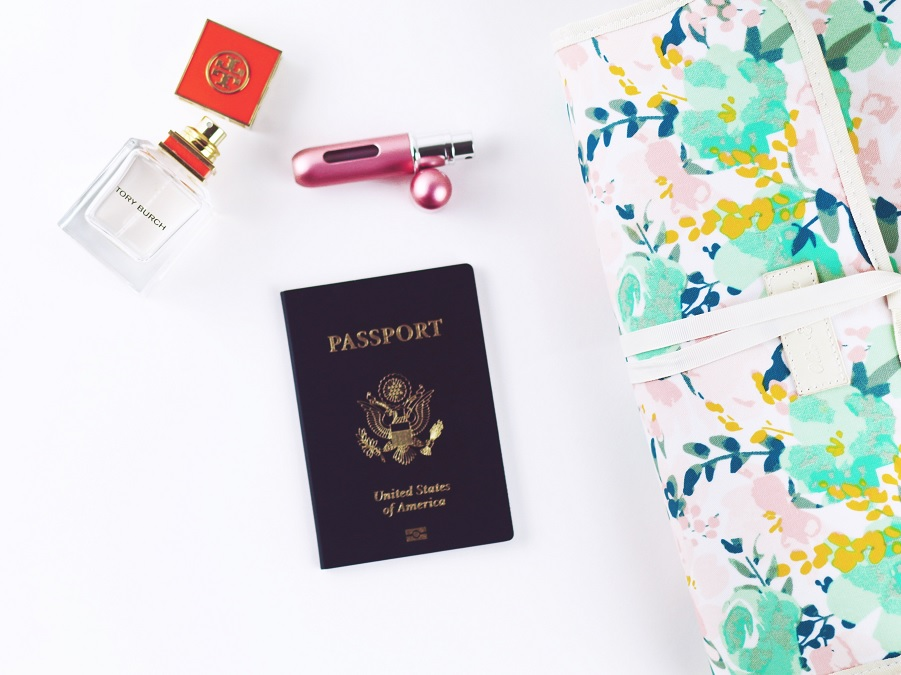 9 Genius Travel Beauty Tips From Flight Attendants (And The Products They Swear By)