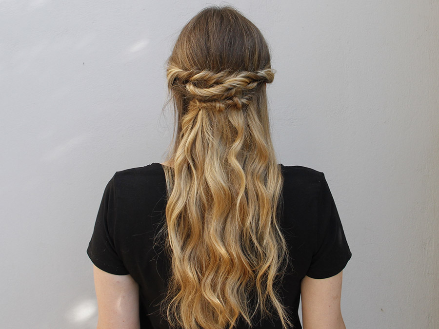 Twisted Half Updo: The Perfect Summer Hairstyle
