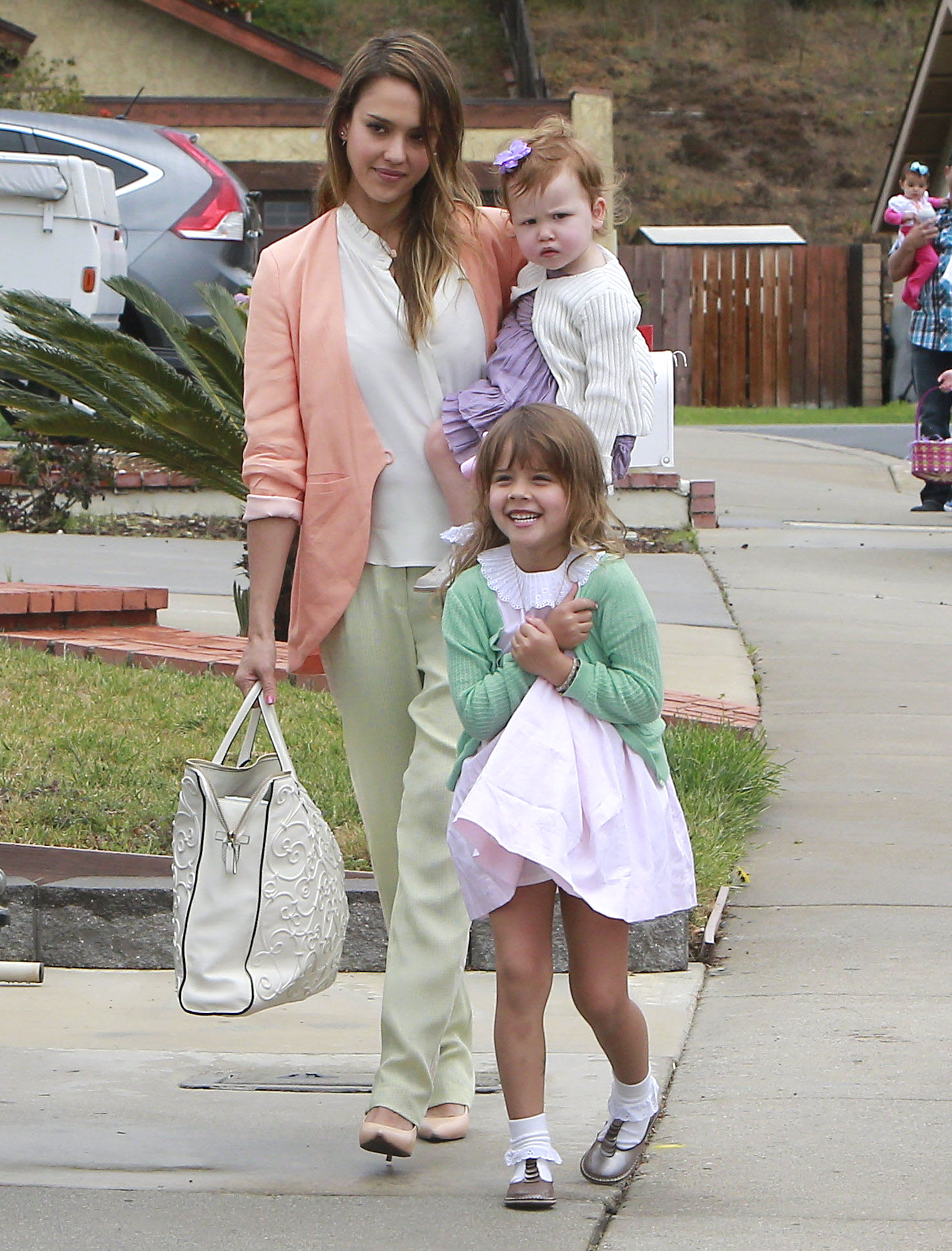 Get the Look: Jessica Alba's Pretty Pastel Outfit