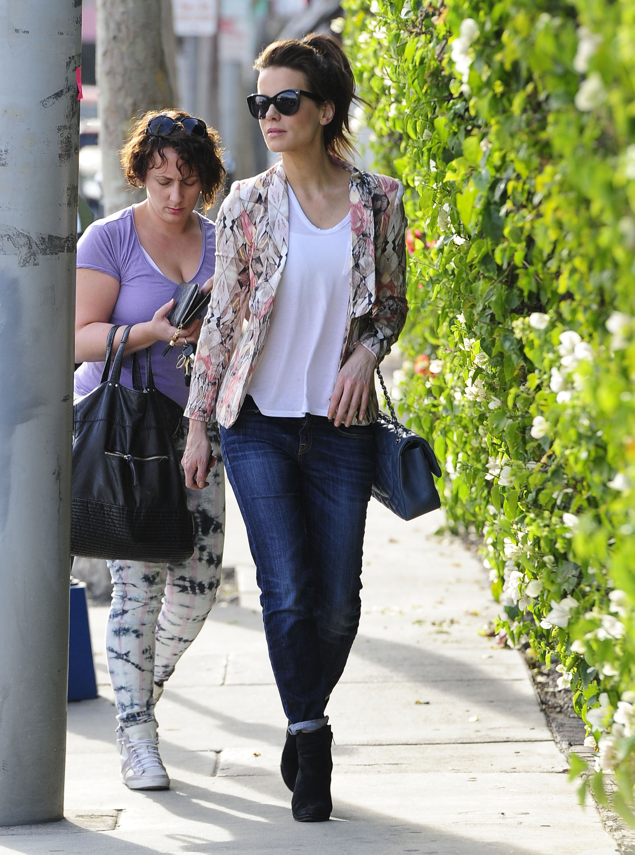 Get the Look: Kate Beckinsale's Laidback Shopping Style