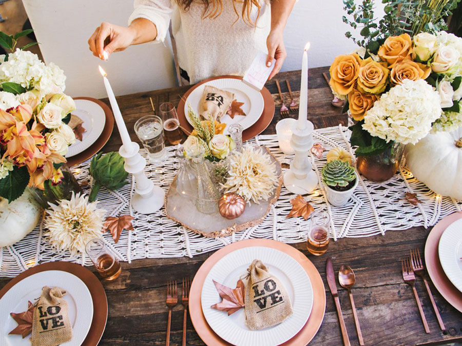 10 Glam Tablescape Ideas For Your Friendsgiving
