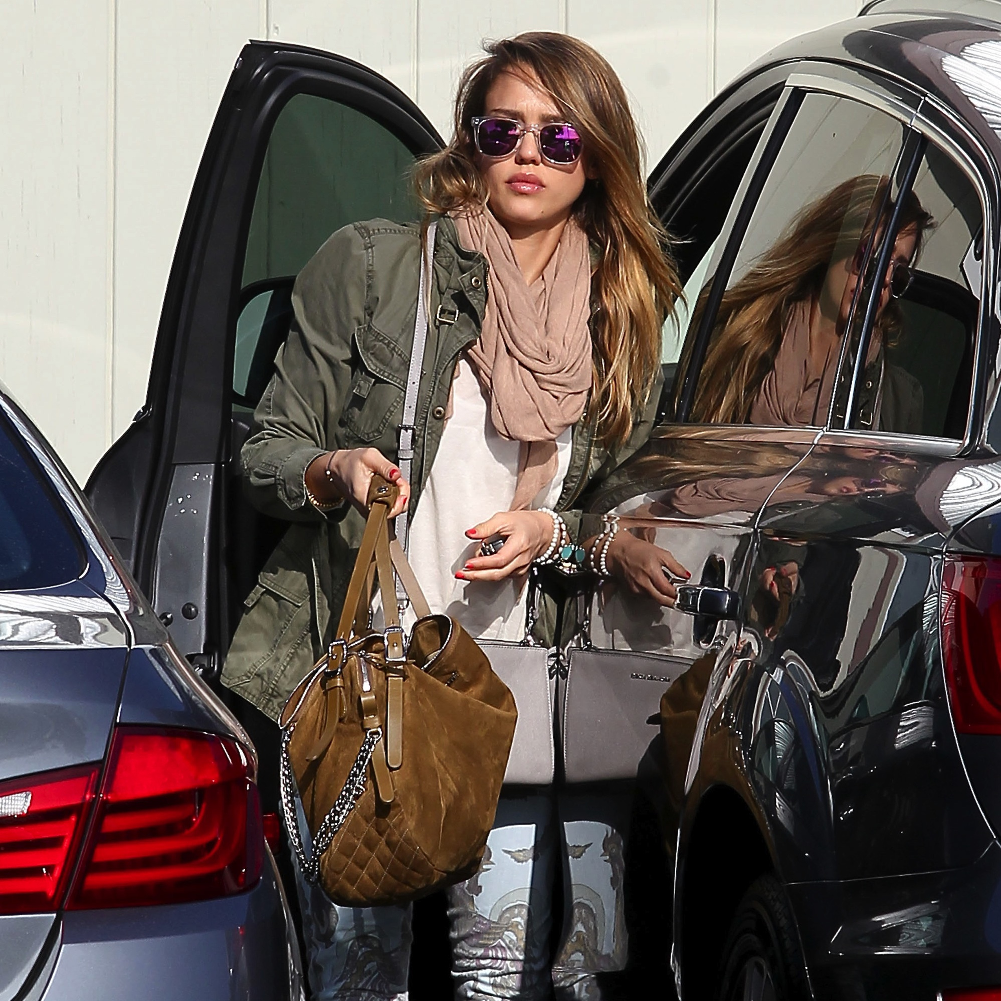 Get the Look: Jessica Alba's Casual Comfy Look