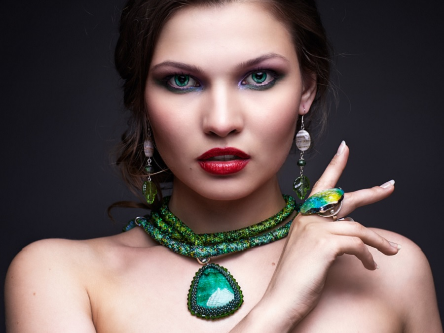 14 Accessories That Will Help You Rock The Malachite Trend