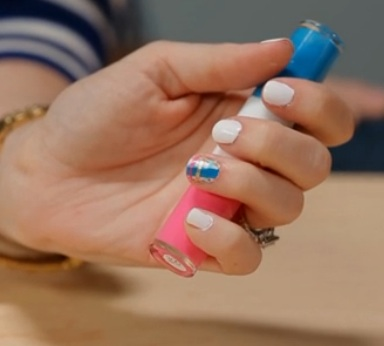 How to Create Plaid Nails with Tape