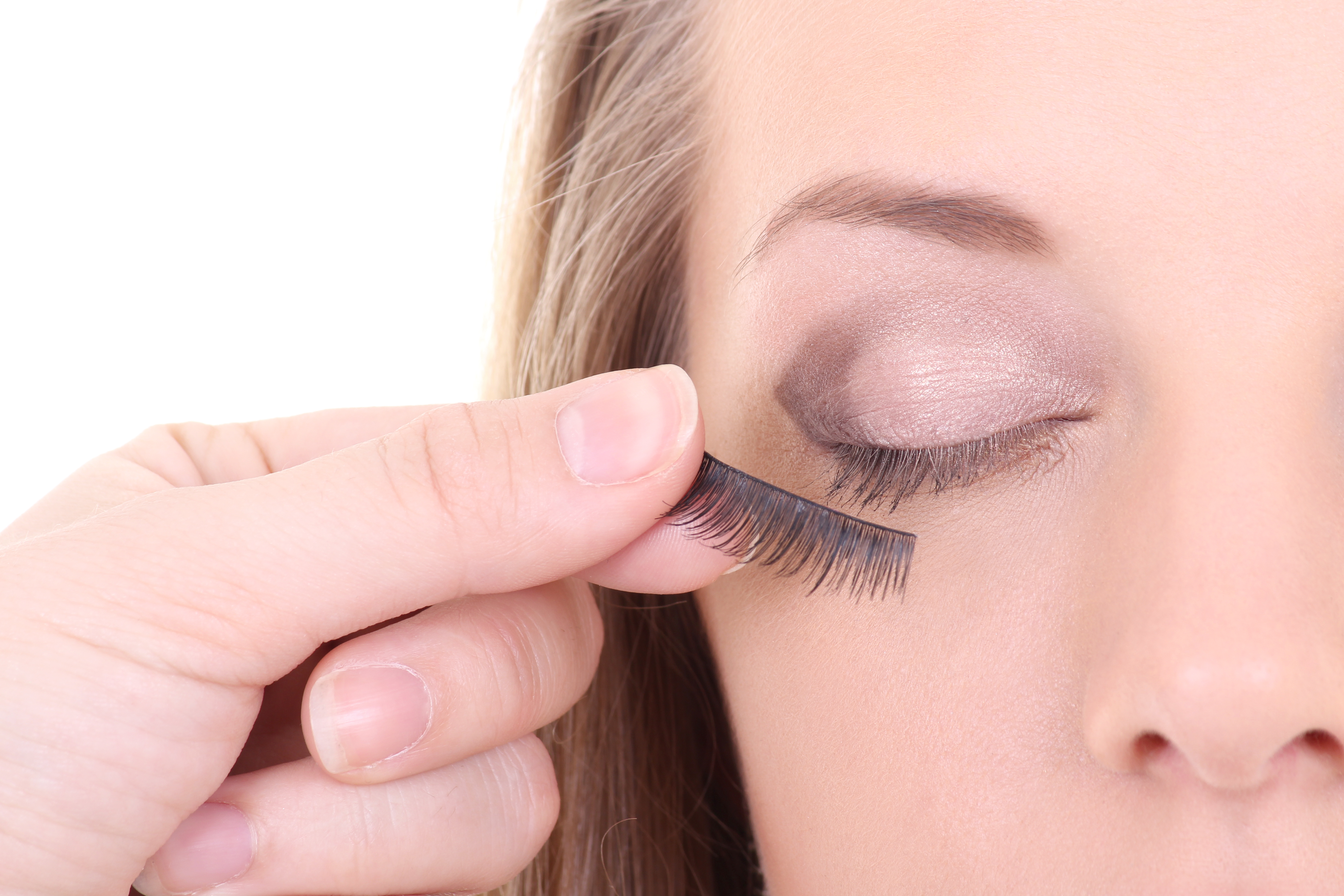 How to Apply False Lashes for Extra Oomph Any Time